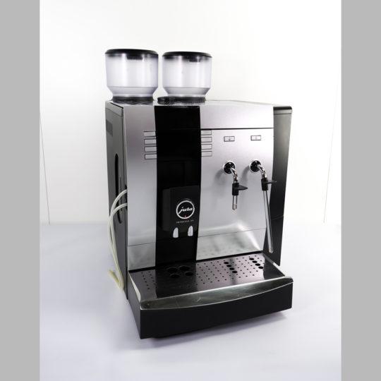 """Kaffee-Espresso-Automat  """"Jura-Impressa X9/WIN"""", 2 Mühlen, 230 V, ca. 100 Tassen am Tag"""