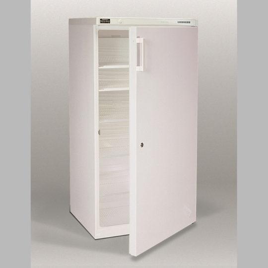 Flaschenkühlschrank 500 Liter, abschließbar, fünf Einlegegitter, weiß